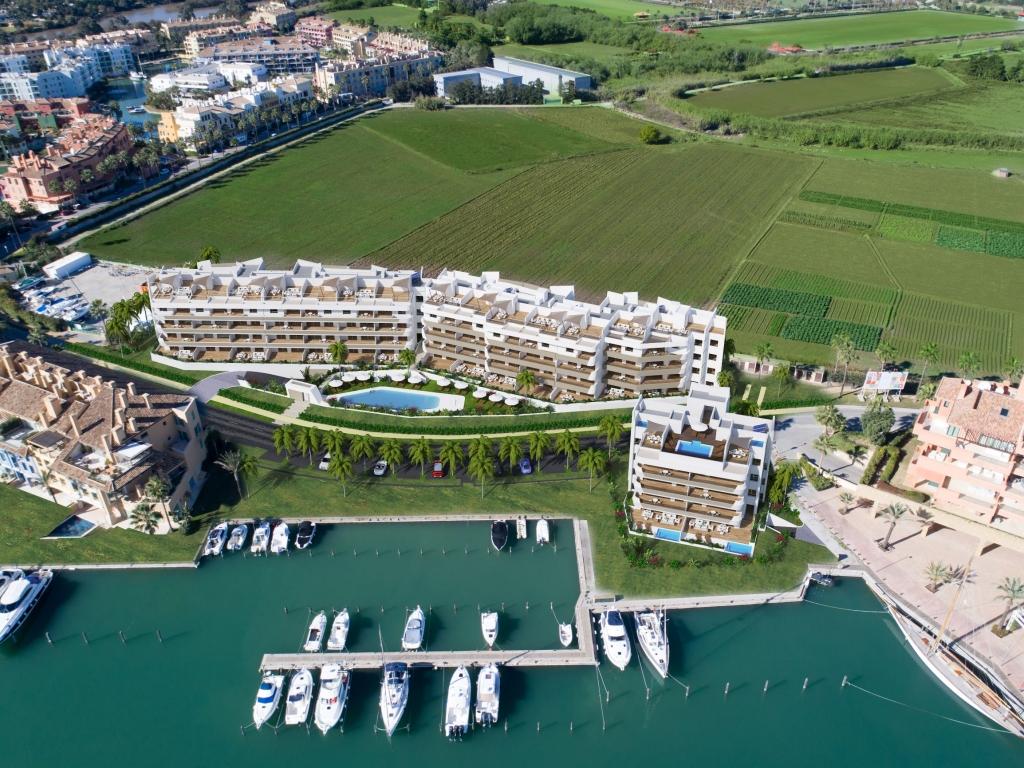 A3_Pier_apartments_Sotogrande_aerial_Mz 2019peq